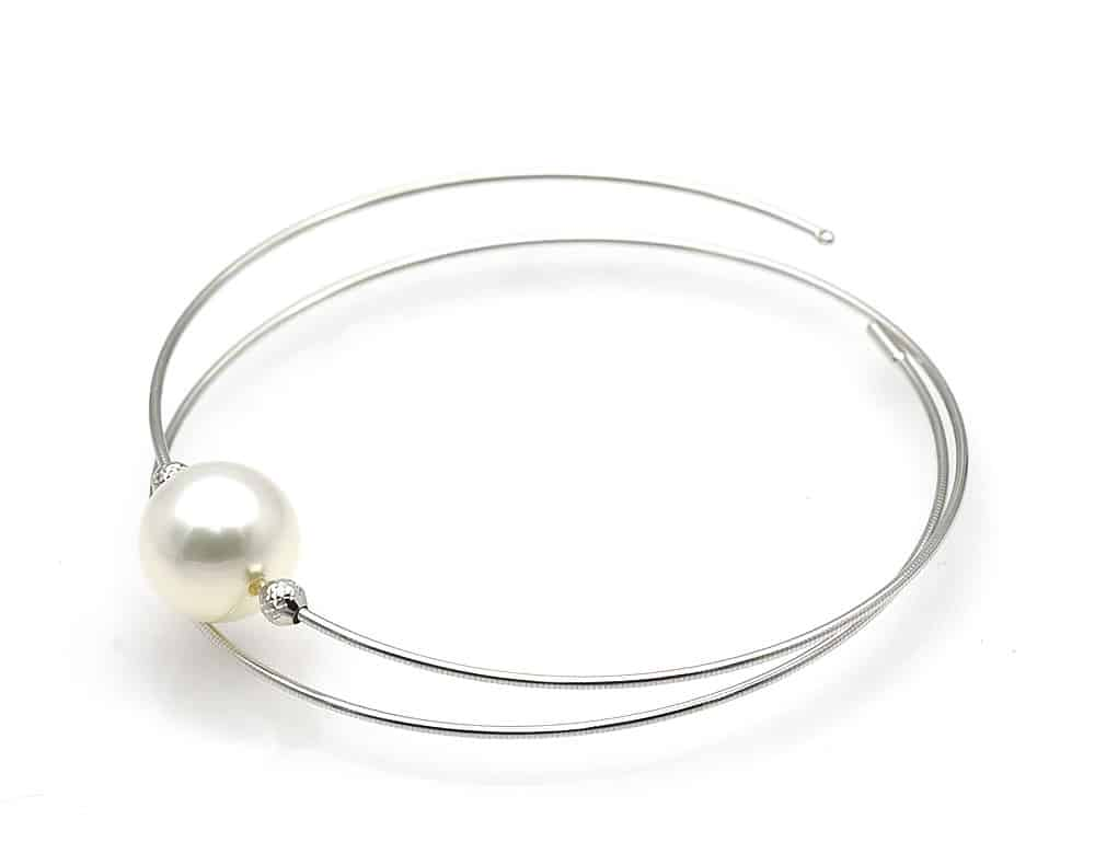 White south sea pearl bracelet on white gold setting